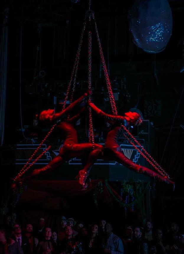 Aerial Chains Duet