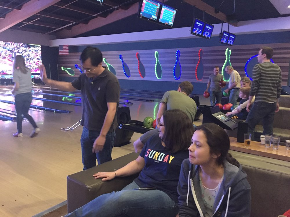 UM lab members celebrating the end of the semester with some bowling!
