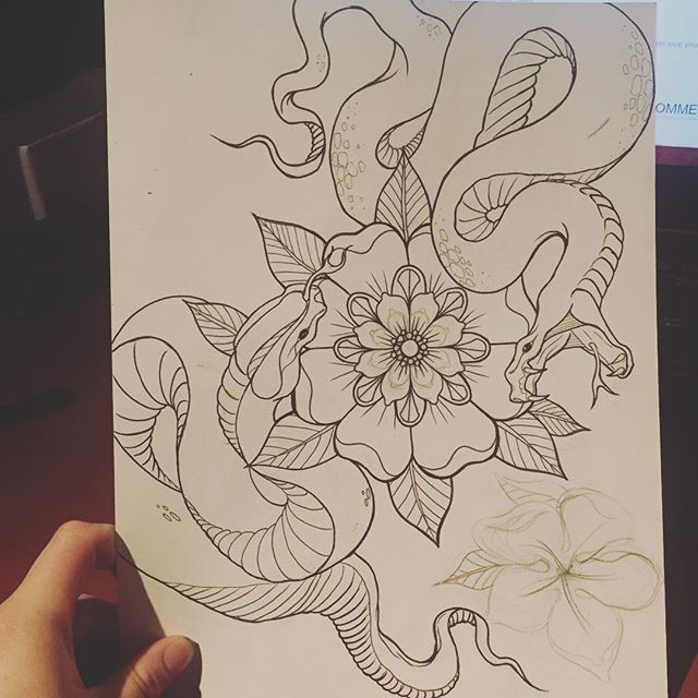 Drawin at the shop #art #artistoninstagram #drawing #tattooflash #snakes #flowertattoo