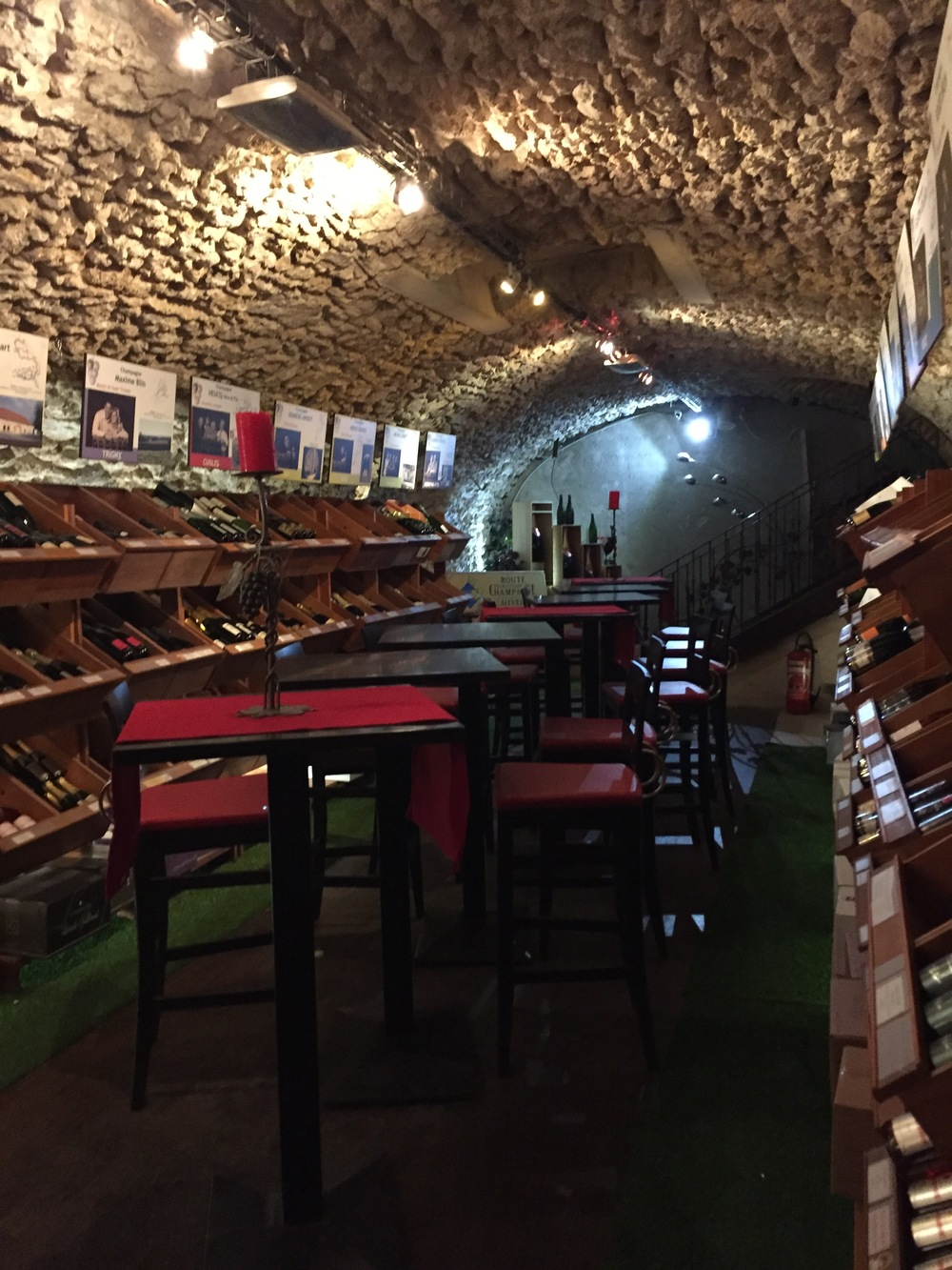 C. Comme Caves