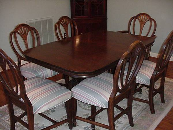 Dining Set Make Offer  - This is a nice set and sounds like the seller needs to get rid of it ASAP so could be to your advantage, this would also look great painted with the seats recovered..