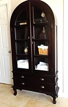 Hutch/Cabinet $175