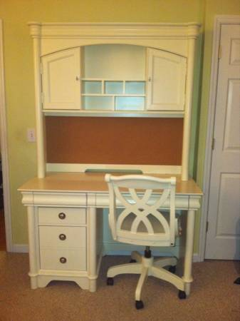 Desk with Hutch and Chair $300