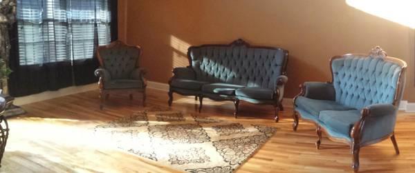 Antique Living Room Set $425