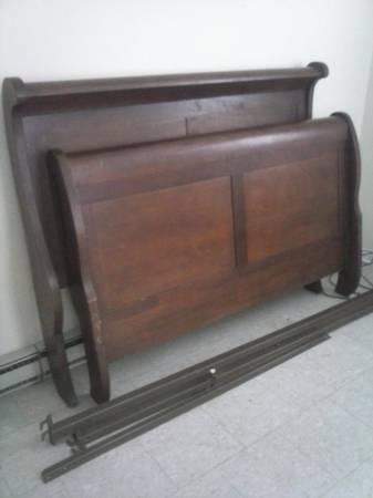 Queen Sleigh Bed $130