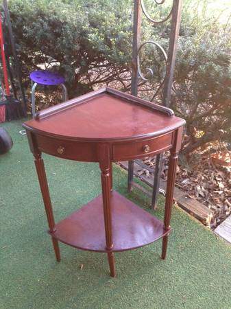 Corner Table $15  - Great price for a cute little table.