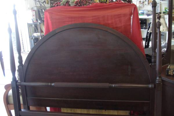 Antique Full Size Bedroom Set $610 - This is a gorgeous set, I love the rounded headboard. Set also comes with a dresser and vanity table with mirror.