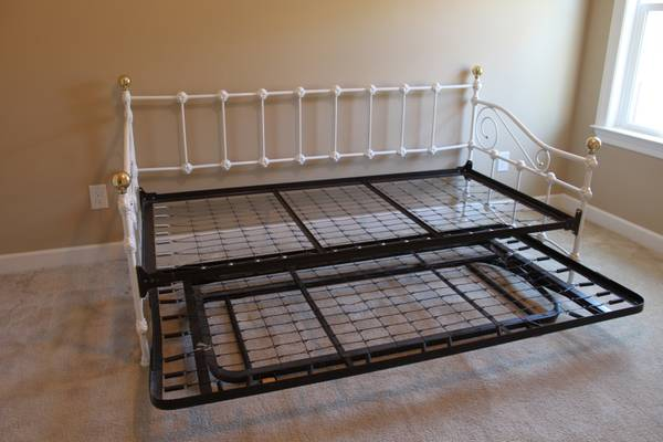 Twin Daybed with Trundle $250