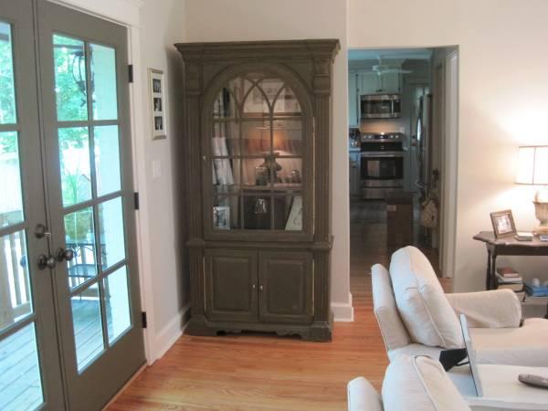 Hutch/Cabinet $275