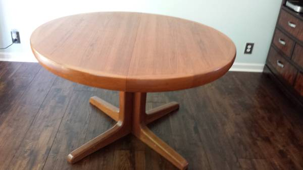 Modern Pedestal Table $70  - This is a great table with a leaf and for $70 I think its a good deal.