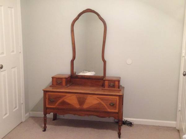 Antique Vanity $85