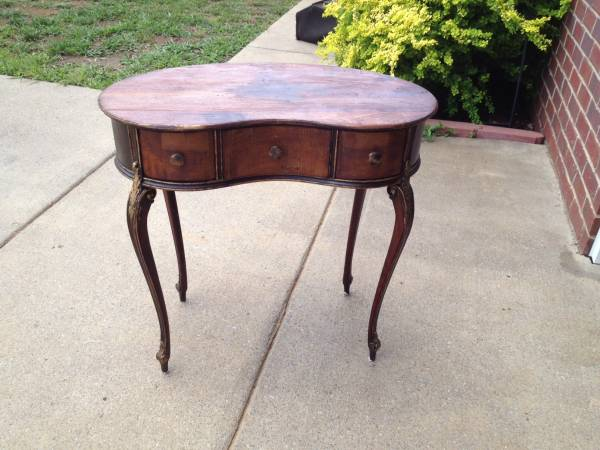 Kidney Shaped Desk $125
