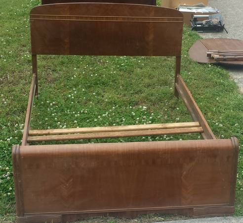 Antique Full Size Bed $25