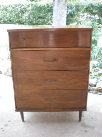 Mid-Century Modern Dresser     $120     View on Craigslist