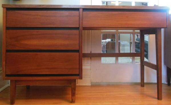 Mid Century Modern Desk     $160     View on Craigslist