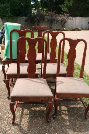 Set of 6 Dining Chairs     $125   These chairs would look great painted and the seats could be easily reupholstered.     View on Craigslist