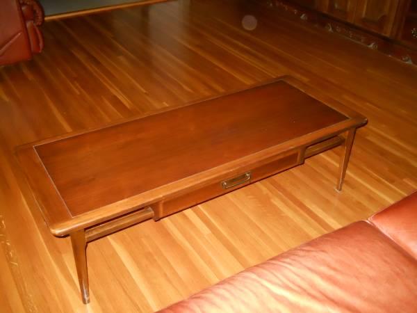 Mid Century Modern Coffee Table     $75     View on Craigslist