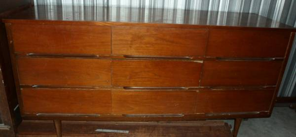 Mid Century Modern Dresser     $60   This mid century modern dresser looks like it need a bit of work but it is a great price at $60.     View on Craigslist