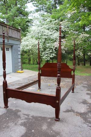 Queen Four Poster Rice Bed     $200     View on Craigslist