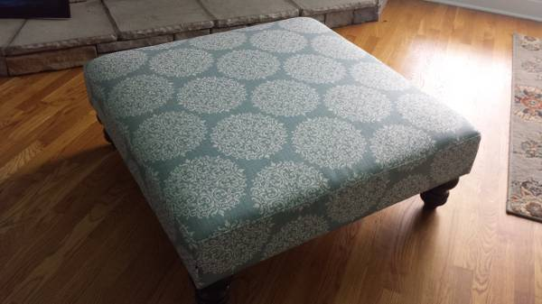 Square Ottoman     $60     View on Craigslist