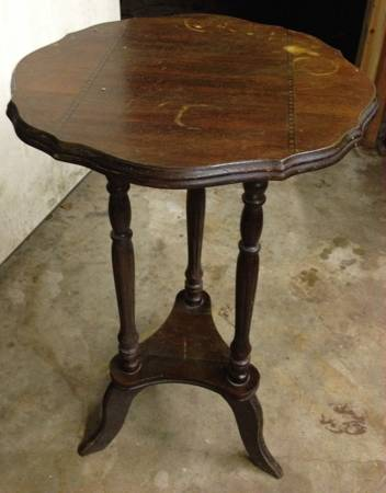 Antique Side Table     $40     View on Craigslist