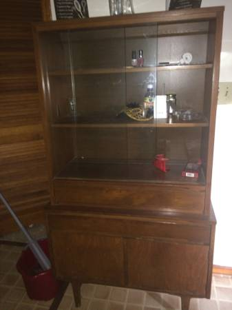 Mid Century China Cabinet     $50     View on Craigslist