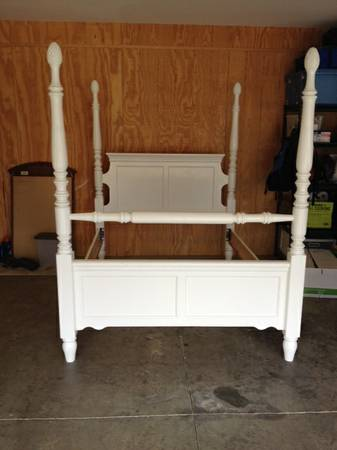 Queen Four Poster Bed     $140     View on Craigslist