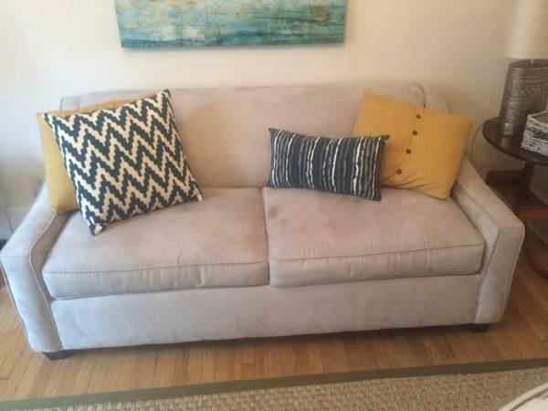 Sleeper Sofa     $350     View on Craigslist