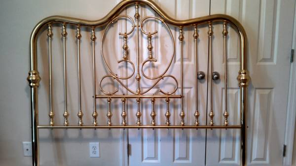 Brass Bed (Queen) $100 View on Craigslist