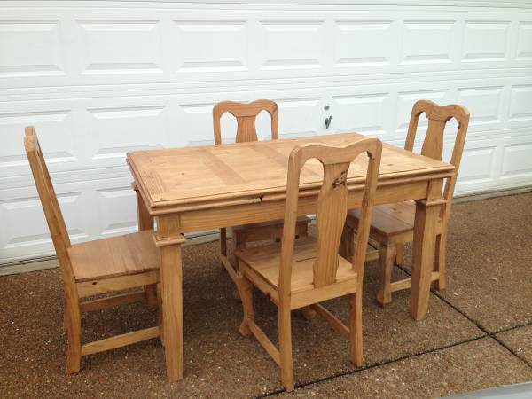 Kitchen Table and Chairs $100 View on Craigslist