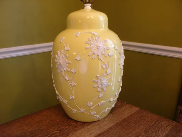 Vintage Ginger Jar Lamp     $25     View on Craigslist