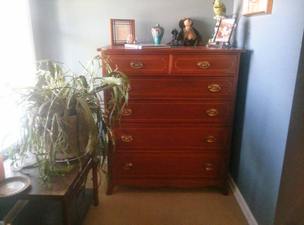 Antique Dresser     $100     View on Craigslist