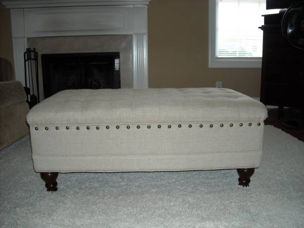 Tufted Storage Ottoman     $90     View on Craigslist