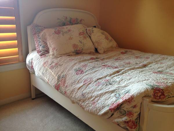 Antique Double Bed     $100     View on Craigslist