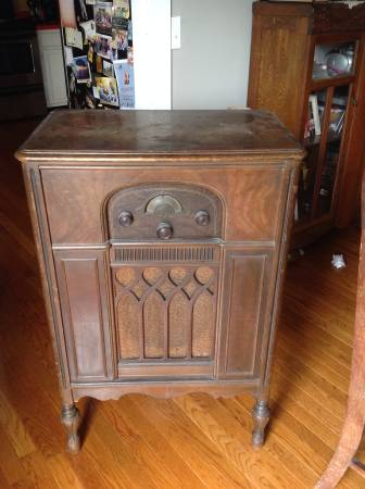 Antique Atwater Kent Radio     $40   This radio no longer works although I think this would make a great side table or nightstand.    View on Craigslist