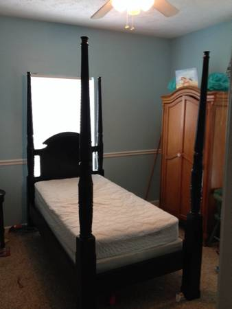 Twin Four Poster Bed     $140     View on Craigslist