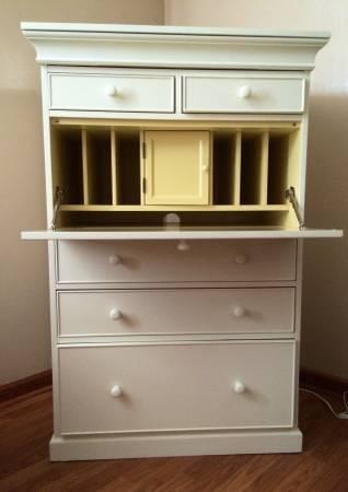 Pottery Barn Desk/Bureau     $275     View on Craigslist