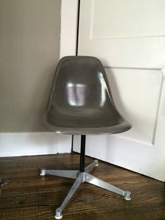 Set of 4 Herman Miller Chairs $300 View on Craigslist