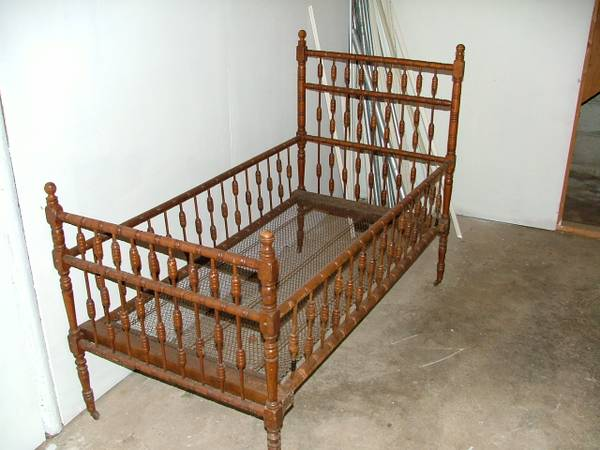 Antique Toddler Bed     $75     View on Craigslist
