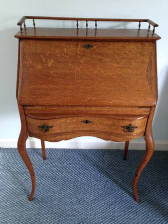 Writing Desk     $125     View on Craigslist