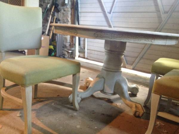 Claw Foot Pedestal Table/Chairs     $125     View on Craigslist