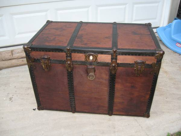 Vintage Trunk     $150     View on Craigslist