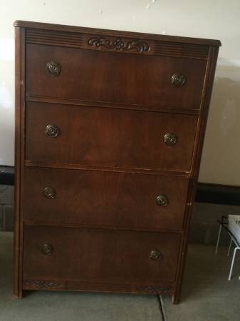 Antique Dresser     $80     View on Craigslist