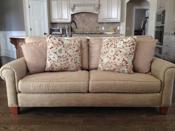Broyhill Sofa     $300     View on Craigslist