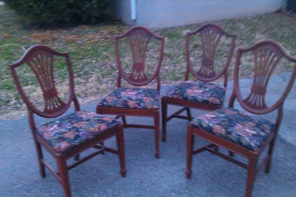 Set of 4 Shield Back Chairs $60 These would be pretty painted and with new fabric. See on Pinterest View on Craigslist