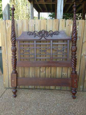 Queen Four Poster Bed     $150     View on Craigslist