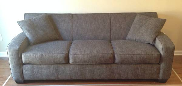 Sprintz Sofa     $450     View on Craigslist
