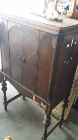 Antique Radio Cabinet $80 View on Craigslist