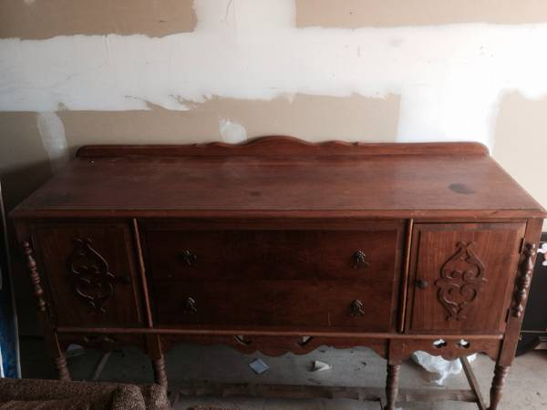 Buffet     $200   This buffet would be a great chalk paint project.    View on Craigslist
