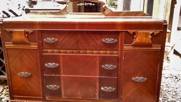 Dresser/Buffet $100 View on Craigslist